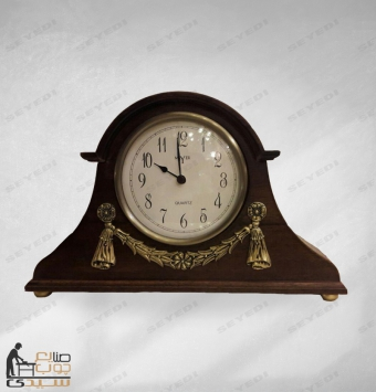 ساعة خشبية
