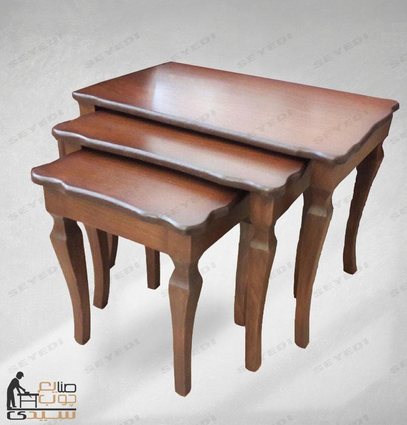 طاولة ضيافة توضع أمام الكنبة