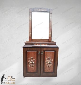 خزانة أحذية مع مرآة صغيرة الحجم